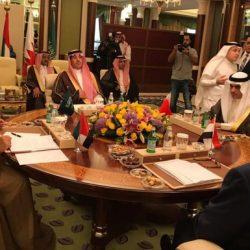 """الشيخ محمد بن راشد يتفقد سير العمل في """"الإمارات لتموين الطائرات"""""""