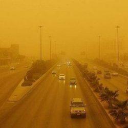 موجات غبار شديدة تجتاح أجزاء واسعة من السعودية