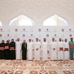الشيخ محمد بن راشد يكرم الفائزين بميدالية أبطال السعادة والإيجابية