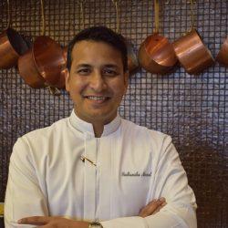 دروس فن الطهي مع الشيف التنفيذي نيرمال  في فندق ماريوت الفرسان