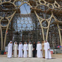 تتويج قبة إكسبو 2020 في عملية هندسية معقدة في دبي