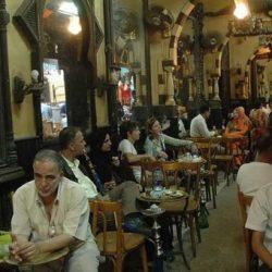 «فيروس كورونا» يدفع بالمقاهي الشعبية في مصر لتغيير نشاطها
