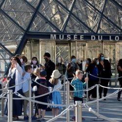 متحف اللوفر في باريس يعيد فتح أبوابه بعد إغلاق دام 16 أسبوعا