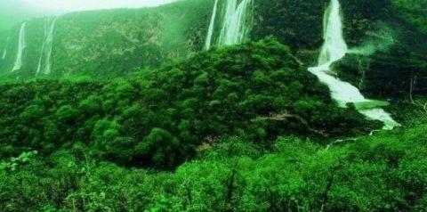 ظفار: أيقونة الجنوب الساحرة في  سلطنة عُمان