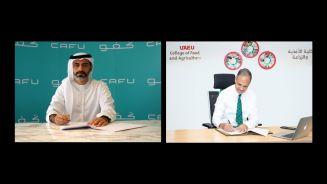 """جامعة الإمارات توقع مذكرة تفاهم مع  """" كفو""""  لغرس وإنبات بذور الغاف في الكثبان الرملية الصحراوية"""