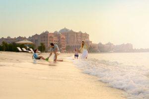 الرياضات المائية في قصر الإمارات تجذب عشاق المغامرة