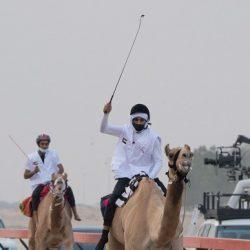 الأمير خالد الفيصل يتلقى الجرعة الثانية من لقاح كورونا
