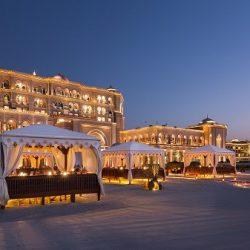 وزير الصناعة والتجارة والسياحة بمملكة البحرين يزور مقر المنظمة العربية للسياحة بجدة